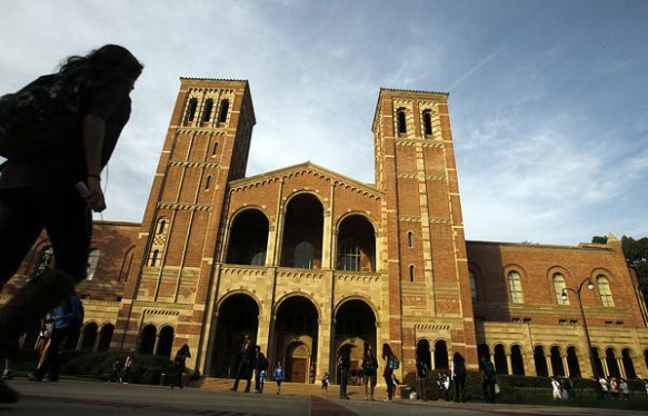 UCLA got the highest overall number of applications for the 2013 school year with 99,559 freshman and transfer applicants. (Luis Sinco / Los Angeles Times / December 5, 2012)
