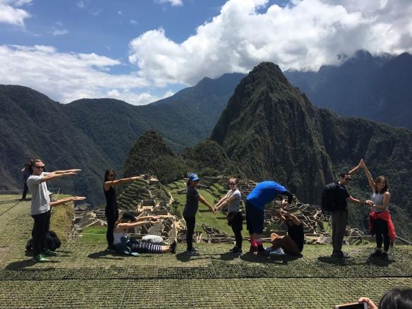 20170909 F-E-M-B-A - Machu Picchu - FEMBA Students spelling FEMBA